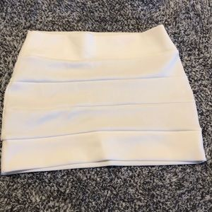 Foreign Exchange White Skirt small